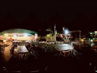 夜晚的深圳香蜜湖露天餐厅