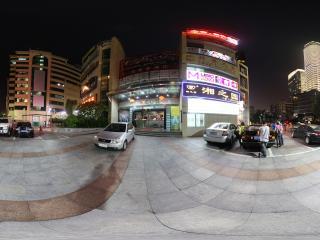 广州珠江边的运动商城夜景