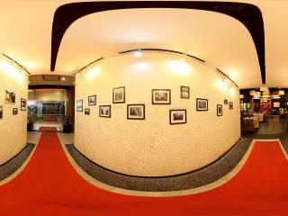 广州珠江边的餐厅画墙