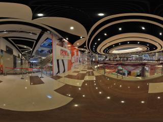 装修中的深圳华南城1号交易广场内部