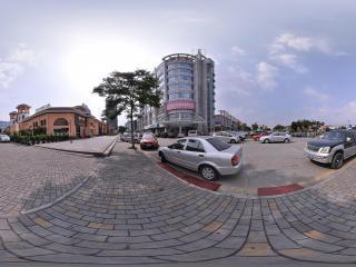 深圳华南城外的停车场