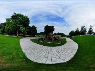 三国雕塑园卧龙槐全景