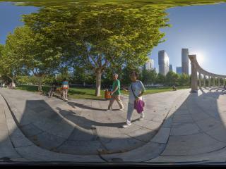 石家庄石门公园两位老人在散步