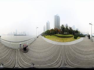 雾锁浦江全景