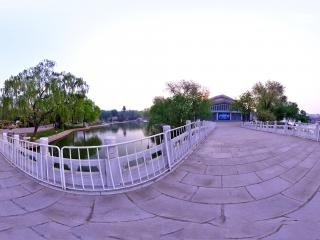 北京龙潭湖公园体育场西门全景