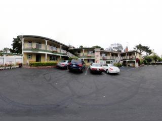美国加州一号公路上美丽的卡梅尔小镇酒店全景