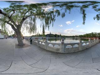 北京—北海公园南岸边全景