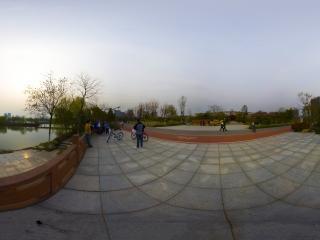 湖北—黄冈遗爱湖公园湖边全景