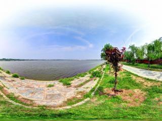 河南—商丘古城南湖湖边全景
