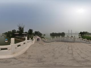 天津—南开水上公园公园拱桥全景