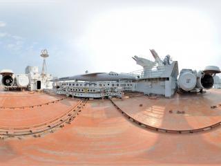 广东省—深圳市明思克航母世界舰艏左舷导弹全景