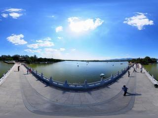 北京—海淀颐和园十七孔桥上