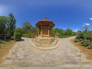入口附近的佛龛