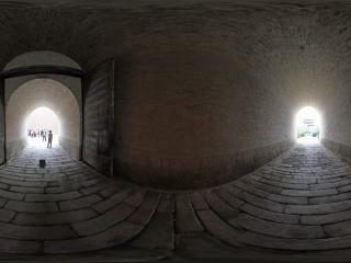 城墙的门洞内