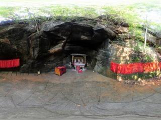 33号石窟内全景