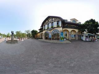 因特拉根火车站前全景