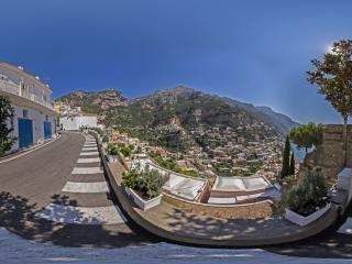 山路上俯瞰索伦托全景