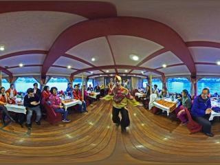 涅瓦河游船歌舞表演虚拟旅游