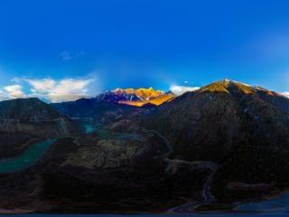 南迦巴瓦峰-日照金山全景